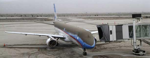 Un avión de Aerolíneas cubierto de una capa de ceniza volcánica. Foto: Reuters