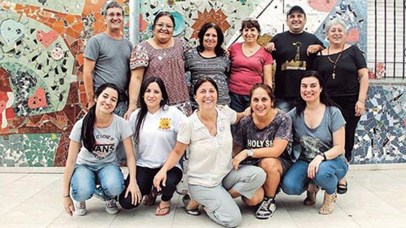 Arriba, segunda comenzando de la izquierda la fundadora, Silvia Casas. Abajo, comenzando de la izquiera, segunda Maguie, cuarta Noelia y quinta Adriana.